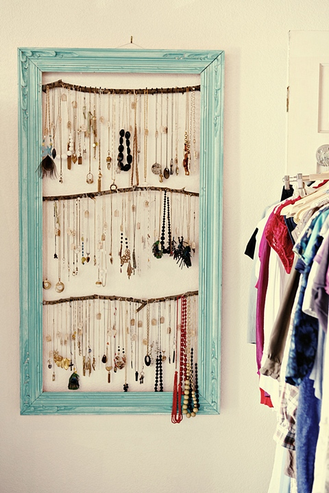 framed-jewelry-wall-holder-1