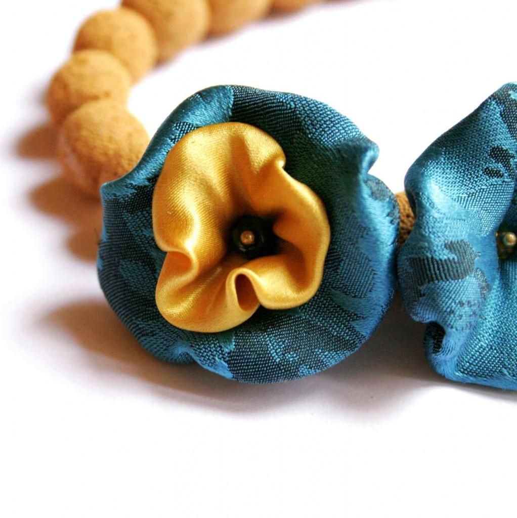 mustársárga és türkiz nyaklánc