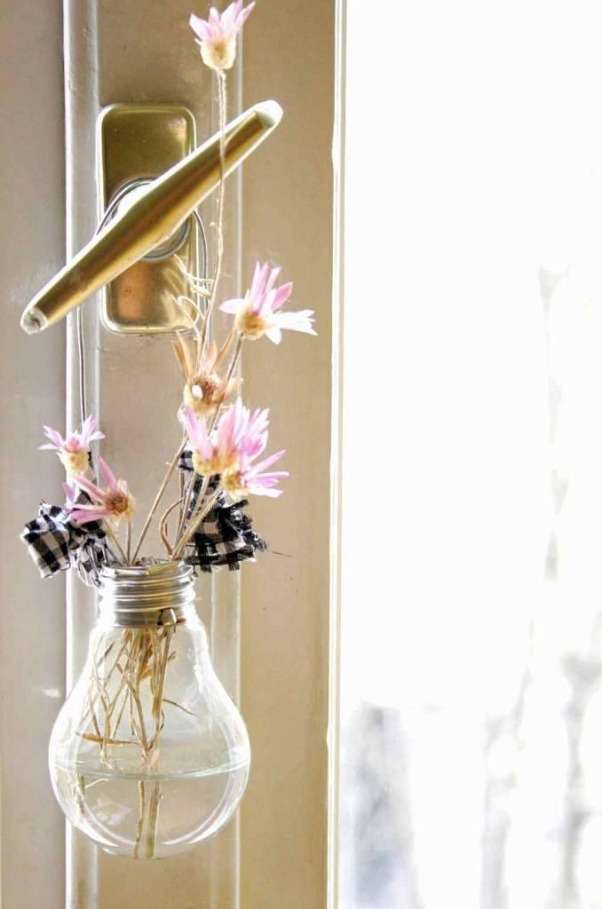 váza villanykörtéből