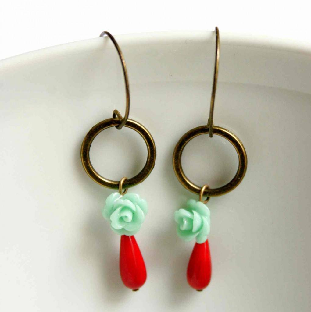 design jewelry earring with roses vadjutka
