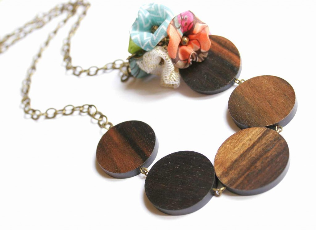 design jewelry necklace with wooden beads