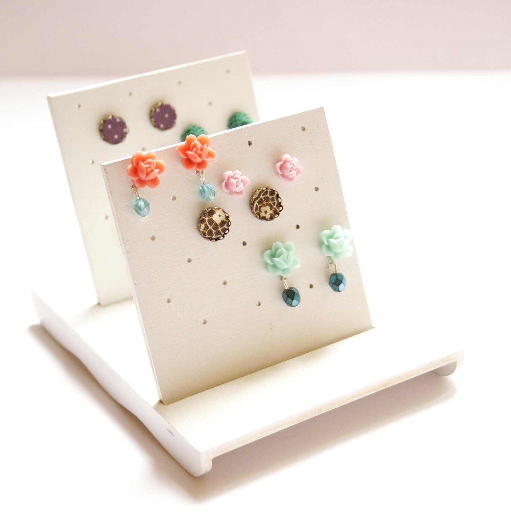 bedugós fülbevalótartó / jewellery holder for post earrings