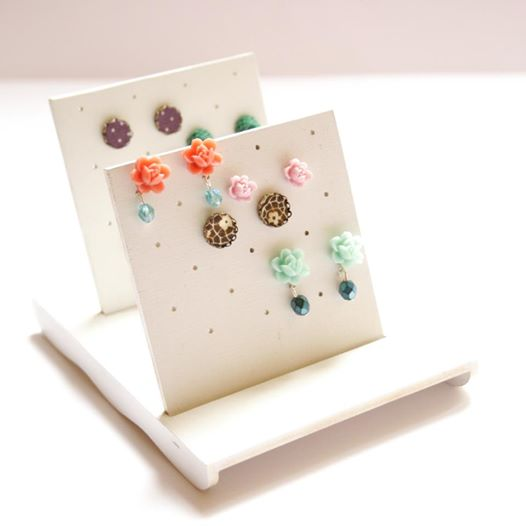 bedugós fülbevalótartó / jewelry holder for stud earrings