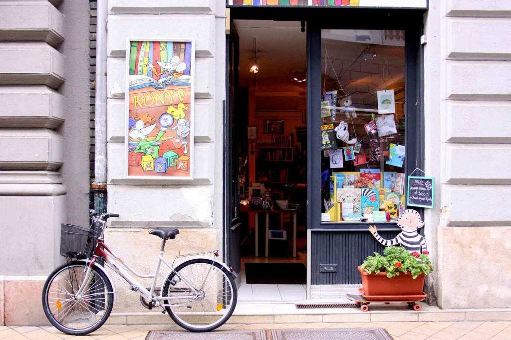 2 mouses bookshop budapest